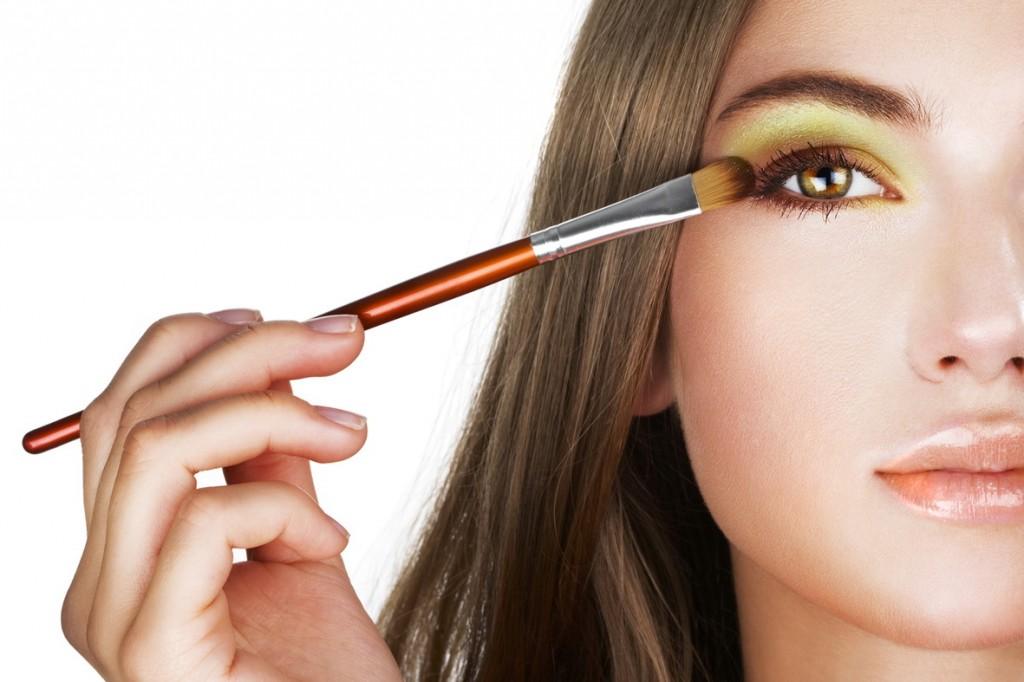 Подработка в свободное время: выбираем макияж для веб-модели
